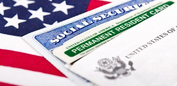 Định cư diện vợ chồng bao lâu sẽ nhận được thẻ xanh?
